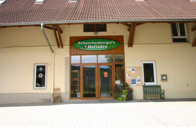 Ladeneingangselement aus Holz